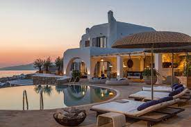 Top Three Reasons Why You Should Rent a Luxury Villa in Mykonos